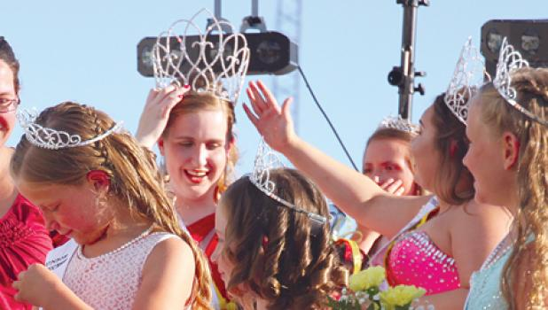 Friday, New Miss Ghent Ashlynn Monnet threw her hands in the air during the entertainment. Then she was mobbed by junior miss candidates and Princess Marissa Christensen.