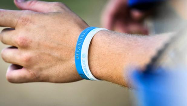 Blake Nelson wears wristbands to honor the memory of Schuelke.